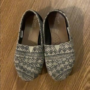 Black and grey TOMS 🖤